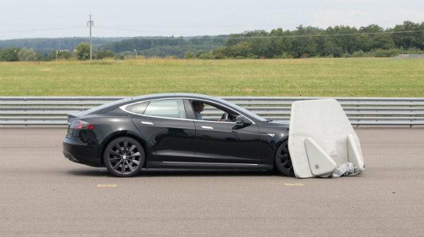 Tesla Model S Fails Vague Auto Brake Test (9)