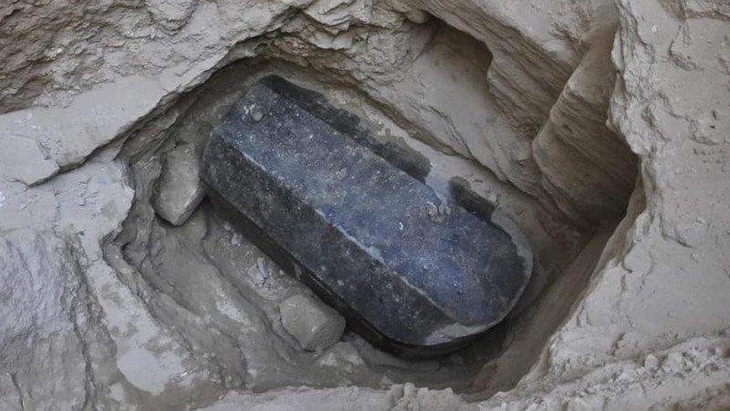 کشف تابوتی باستانی در مصر که از گرانیت سیاه یک تکه ساخته شده است