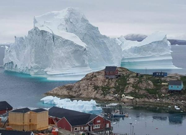 کوه یخ 11 میلیون تُنی، جان اهالی روستایی در گرینلند را به خطر انداخته است