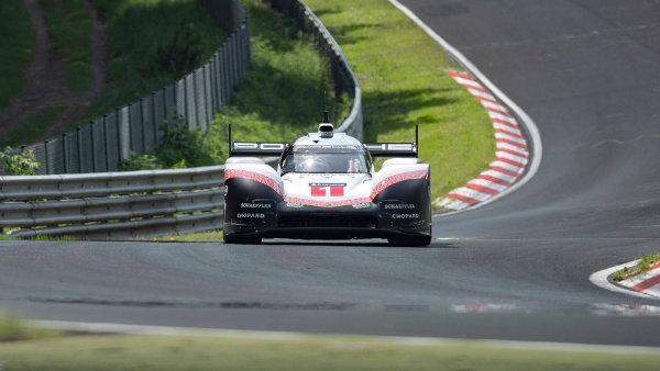 porsche-919-hybrid-evo-breaks-nurburgring-lap-record (13)