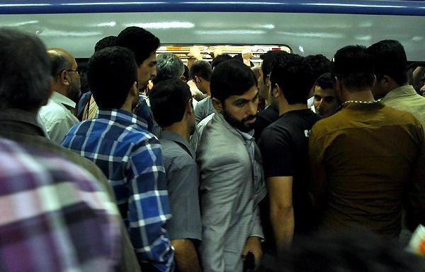 0248 محققان از انتقال سریع باکتری ها بین مسافران مترو می گویند اخبار IT