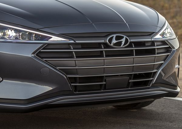Hyundai-Elantra-2019 (42)