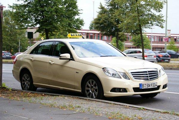 Taxi - Mercedes-Benz E-Klasse