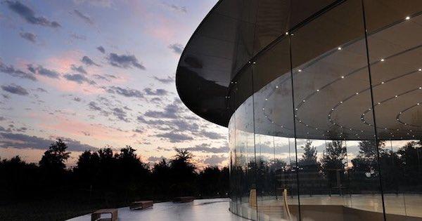 steve jobs theater tim cook تیم کوک چطور اپل را به امپراتوری ۲.۳ تریلیون دلاری کنونی تبدیل کرد؟ اخبار IT