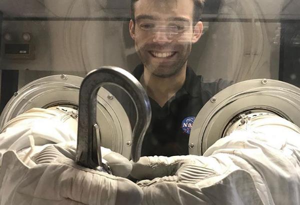 فضانورد آموزشی