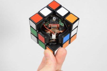 این مکعب روبیک به طور خودکار حل می شود [تماشا کنید]