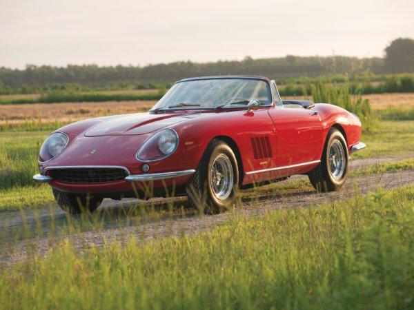 5. فراری 275 GTB/4*S N.A.R.T. Spider by Scaglietti مدل 1967 – فروخته شده به قیمت 27.5 میلیون دلار توسط حراجی RM Sotheby's در سال 2013