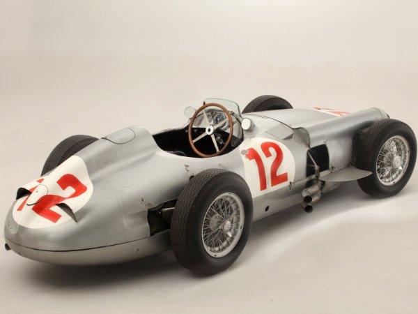 7. مرسدس بنز W196 Formula 1 Racer مدل 1954 – فروخته شده به قیمت 19.6 میلیون یورو معادل تقریبا 25.4 میلیون دلار توسط حراجی Bonhams در سال 2013
