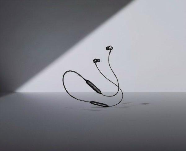 AKG y100 ProductHero 950x768 - سامسونگ از هدفون های بیسیم AKG با کیفیت صدای استودیویی رونمایی کرد