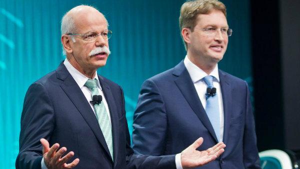 Ola Kallenius, right, stand with Daimler Chairman Dieter Zetsche