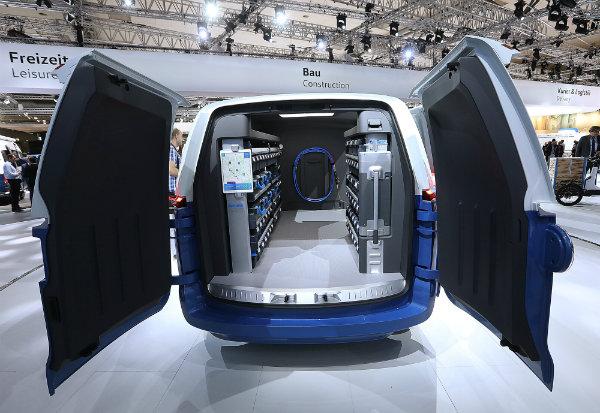 Volkswagen Reveals I.D. BUZZ CARGO (1)