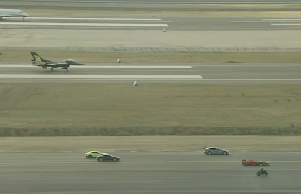 kawasaki-h2rbeats-f-16-fighter-jet-and-tesla-model-s-in-airport-drag-race_3