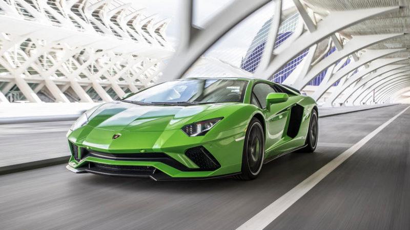 پایمردان راه سنت و قدرت؛ خودروسازانی که دست از ساخت موتور های V12 برنمی دارند