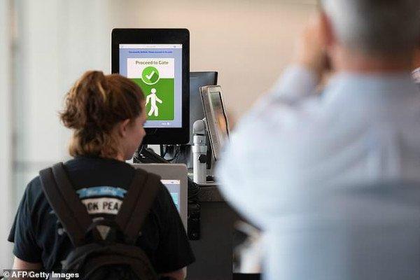 تکنولوژی تشخیص چهره در فرودگاه دالس واشنگتن