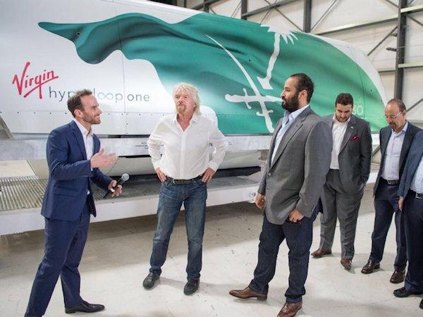 ریچارد برنسون در کنار شاهزاده عربستان سعودی