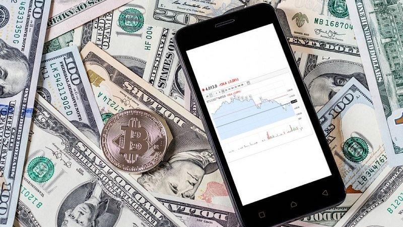 Dollars Bitcoin And Mobile Ph 204338629 800x450 چرا ساتوشی ناکاموتو، خالق بیتکوین هنوز ناشناس باقی مانده است؟ اخبار IT