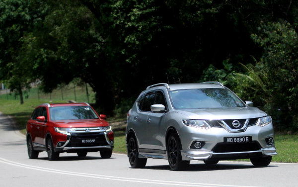 Nissan-X-Trail-2.5L-Impul-edition-and-Mitsubishi-Outlander-red-07