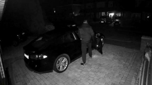 Tesla Model S Being Stolen.2