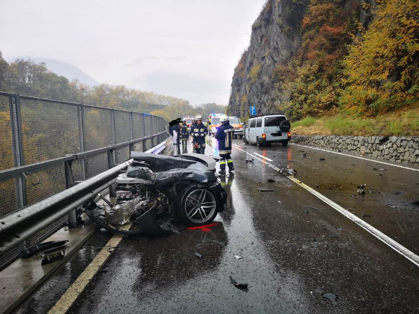 bab33c73-audi-r8-massive-crash-6