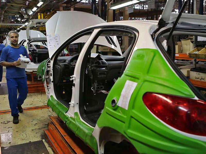 ضرر سنگین مشتریان، سود هنگفت دلالان؛ اوضاع عجیب در آشفته بازار خودرو