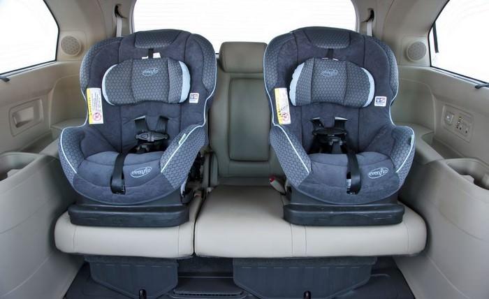 الزام به بستن کمربند سرنشینان عقب و استفاده از صندلی کودک در خودروهای سواری