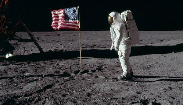 حضور آمریکایی ها در ماه