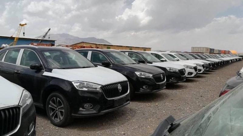 خودروهای وارداتی بورگوارد زیر آفتاب و باد و بوران؛ مشتریان منتظر