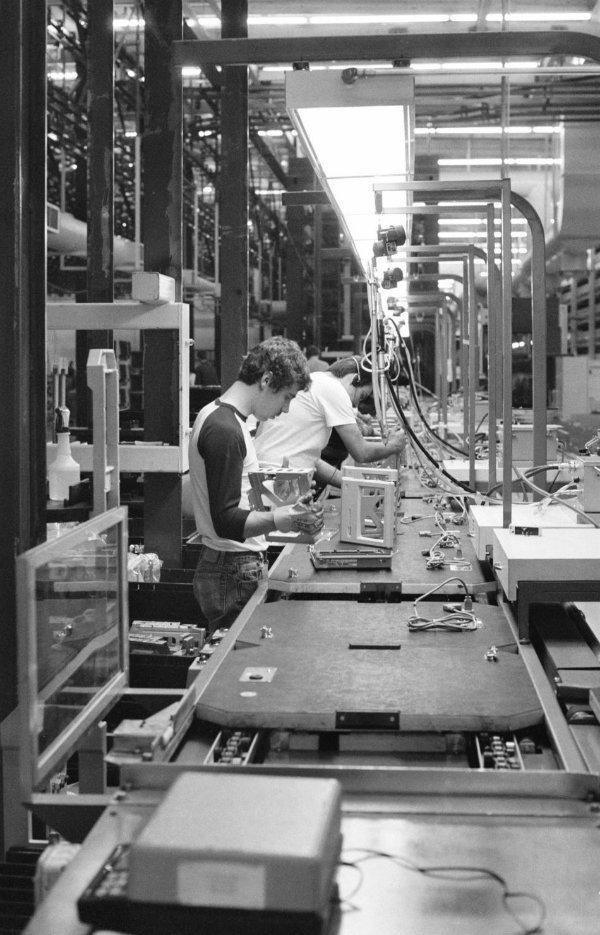 کارخانه اپل در آمریکا