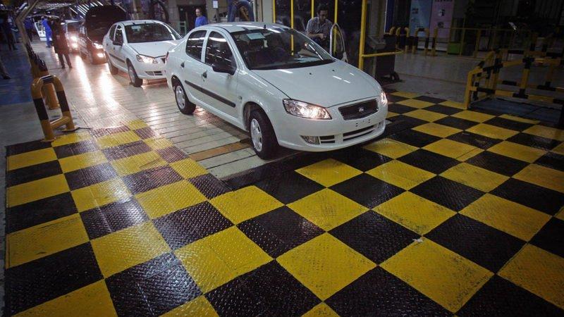 چراغ سبز وزیر صنعت به خودروسازان؛ ادامه فروش خودرو با نرخ حاشیه بازار و بلاتکلیفی خودروهای ثبت نامی