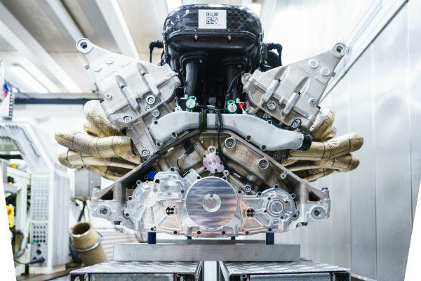29413c3f-aston-martin-valkyrie-v12-engine-11