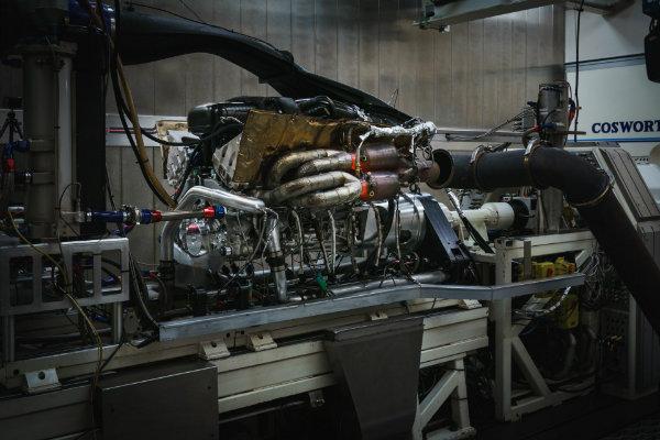 5362b460-aston-martin-valkyrie-v12-engine-14