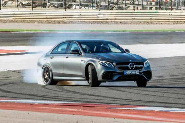 Mercedes-AMG-E-63-S-4MATIC-Drift-2018
