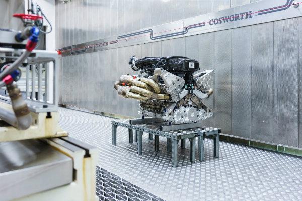 c2b5cc44-aston-martin-valkyrie-v12-engine-13