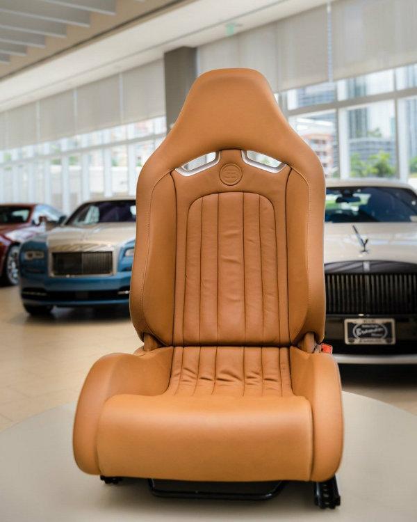 c6c07f2b-bugatti-veyron-interior-for-sale-2