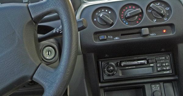 Car-cassette-player