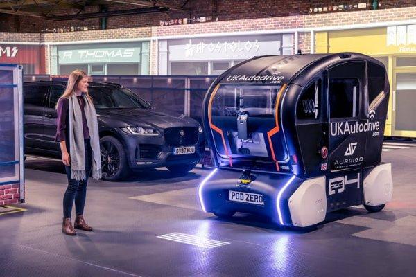 Jaguar is creating a language so autonomous cars can talk to pedestrians (6)