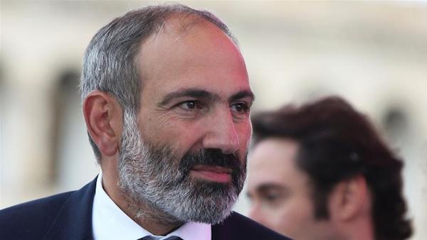 دیدار نخست وزیر ارمنستان با تیم کوک در مجمع جهانی اقتصاد