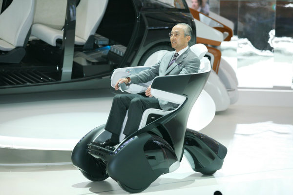 toyota-i-road-personal-mobility-vehicle-18