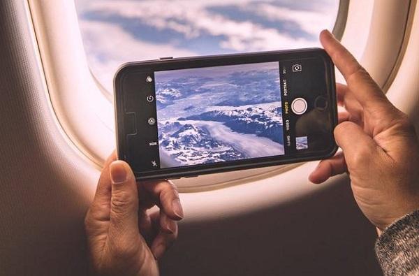 گوشی در هواپیما روی حالت پرواز