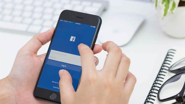 مهاجرت کاربران فیسبوک به تلفن های همراه