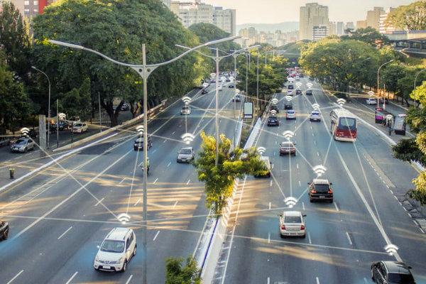 تاثیر تکنولوژی اینترنت 5G بر صنعت خودروسازی؛ تبدیل اتومبیل ها به ...