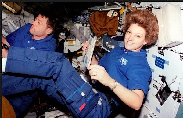 اولین خلبان زن