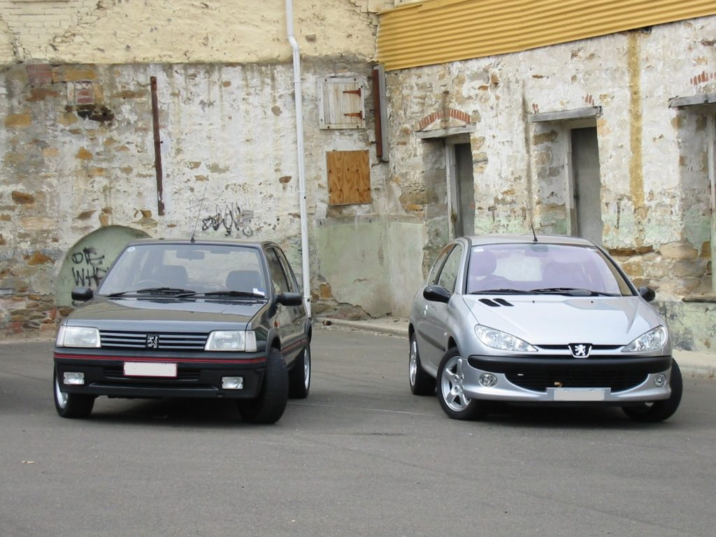 205 206 front carpark 1024x768 آخرین قیمت پژو 206 در بازار+ راهنمای خرید مدلهای هاچبک و SD دست دوم اخبار IT