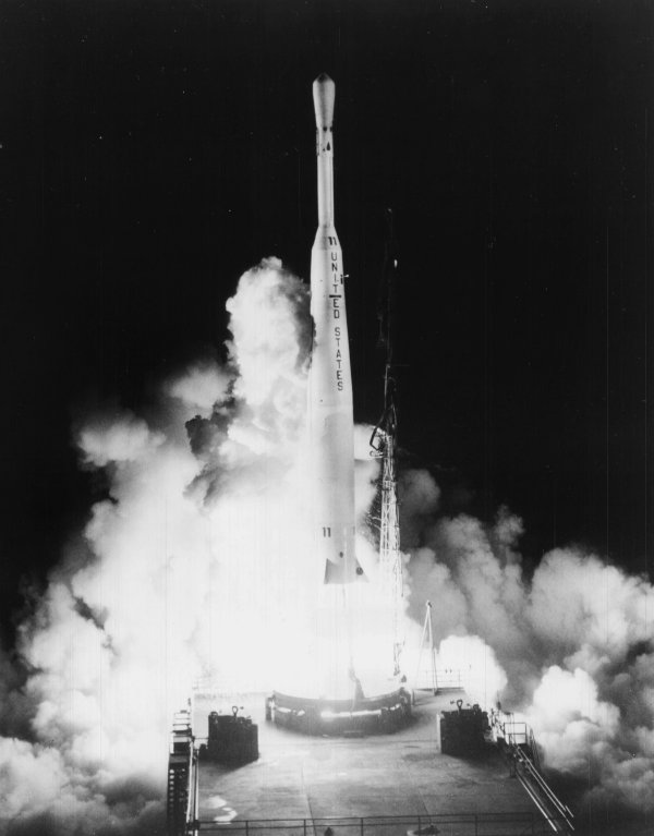 اولین ماهواره