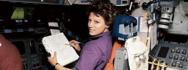ایلین کالینز ؛ اولین زن خلبان