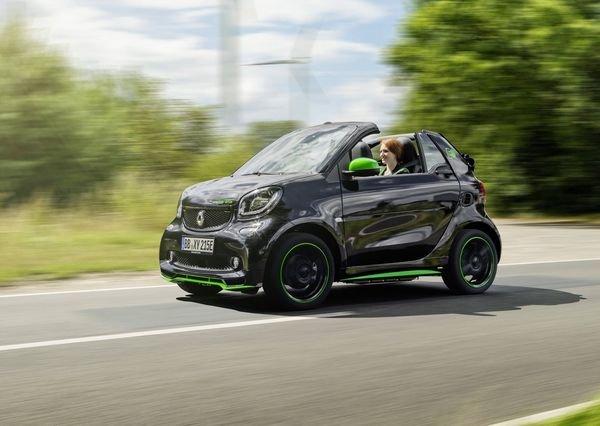 Smart-fortwo_Cabrio_electric_drive-2017-1280-0a