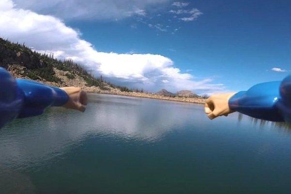 تجربه حس سوپرمن با کمک هواپیمای کنترلی و عینک واقعیت مجازی [تماشا کنید]