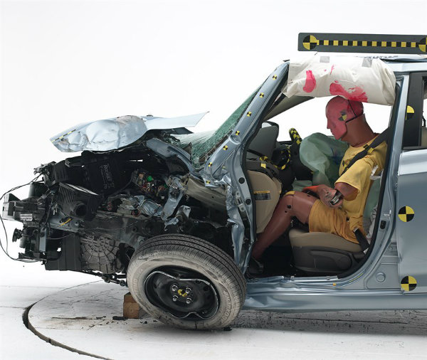 2013-hyundai-accent-small-overlap-crash-test