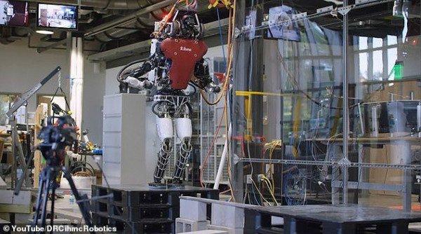 این ربات مانند انسان مسیرش را انتخاب می کند [تماشا کنید]