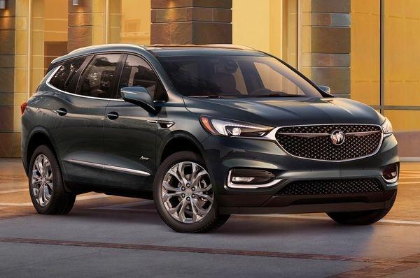 2018-Buick-Enclave-Avenir-parked
